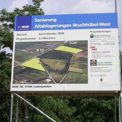 Bauschild: Deponiesanierung Altablagerung Bruchhübel West