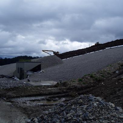 Während der Arbeiten zur Oberflächenabdichtugn Deponie Tuningen